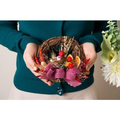 北海道産野菜と果物を使った鳩が付いた食べられる野菜のリース