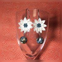 つまみ細工*白いお花のピアス