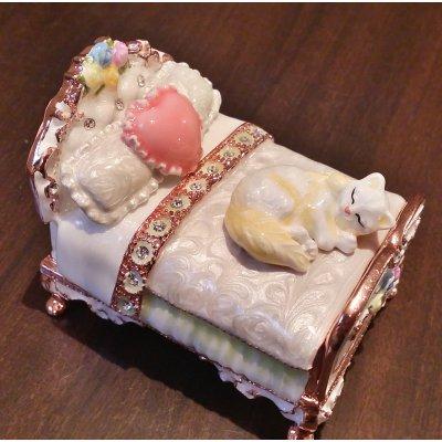 キラキラジュエリーボックス|ミニチュアベッドとネコ|ホワイト