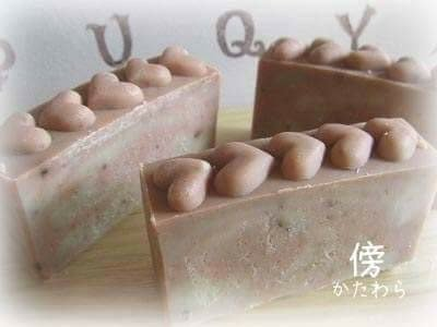 ハーブエキス石鹸「傍(かたわら)」ドクダミ漬込みオイル&黄土・酒粕・リンゴ果汁