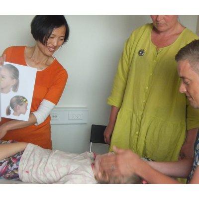 タッチと笑いは教育です♪ 医療的ケア、特別な支援が必要な子供たちとそのご家族の為のトモ・チルドレンズ・ウエルネスセンター(ソレンセン式テンプラーナ早期介入療法外来あり)